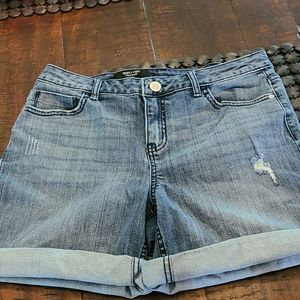 Vera WNg distressed denim shorts exc 8